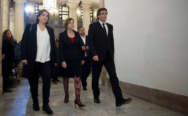 Ada Colau, Carme Forcadell y Carles Puigdemont. / Josep Lago (Afp)