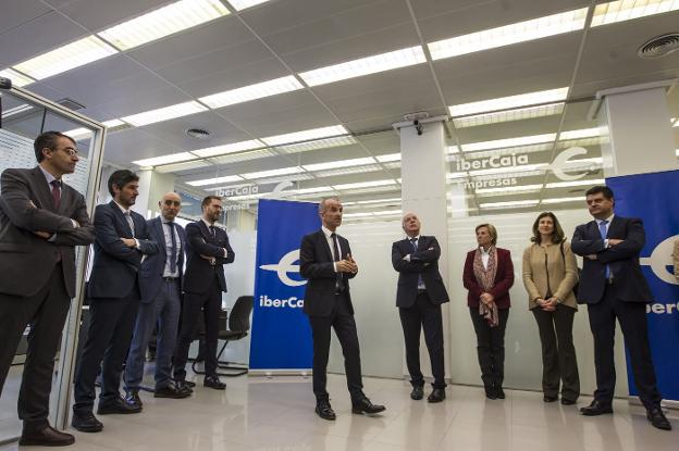 Ibercaja inaugura el espacio dirigido a las empresas en su for Oficinas ibercaja