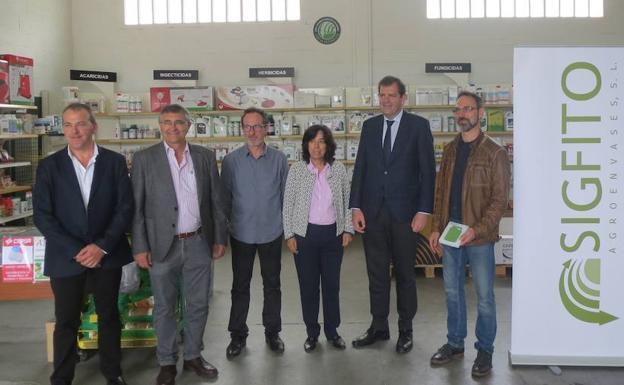 Entrega del premio en las instalaciones de Agroquímicos Arce de Haro./GOB. RIOJA