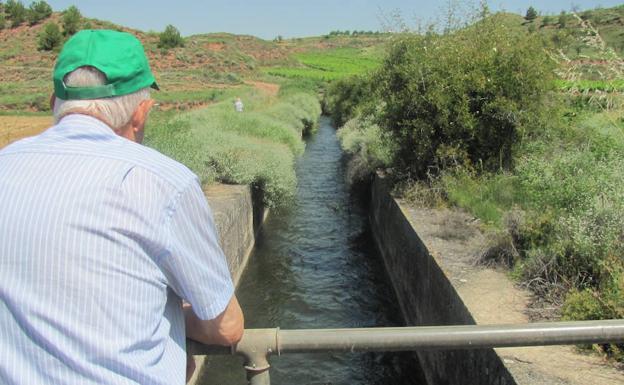 Canal de la margen izquierda del Najerilla a su paso por Badarán.