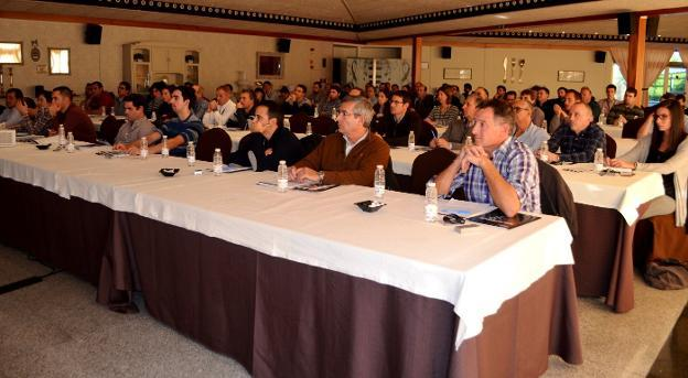 Participantes en el seminario de 'bag in box'. ::