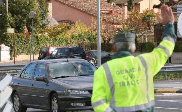 Control de la Guardia Civil de tráfico./