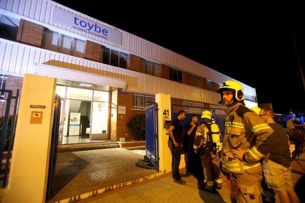 987e370f0 Imagen de la empresa que sufrió ayer el incendio. :: juan marín
