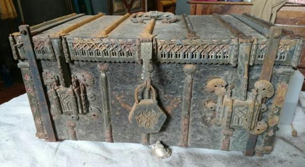 Cofre en cuyo interior se encuentran los huesos de San Vitores. :: /Javier Albo