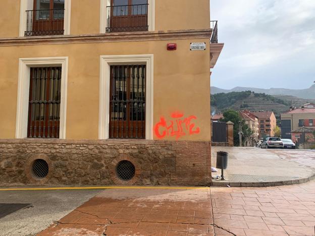 Indignación por la pintada en la Casa Grande - La Rioja
