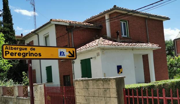 El albergue de peregrinos de Haro, que se encuentra en el número 23 de la Avenida Juan Carlos I, permanecerá cerrado hasta nuevo aviso